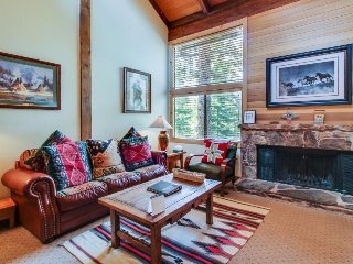 Free shuttle to skiing, golf, shared pool, hot tub, Village, & more! - Northstar vacation rentals
