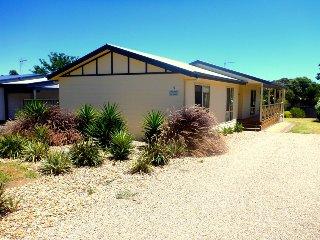 Perfect 3 bedroom House in Carrickalinga - Carrickalinga vacation rentals