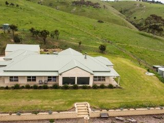 5 bedroom House with Fireplace in Yankalilla - Yankalilla vacation rentals