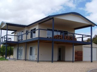 Shearers Rest - 5 Davey Road - FREE WIFI - Carrickalinga vacation rentals