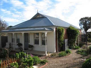 Lovely House with Fireplace and DVD Player - Normanville vacation rentals