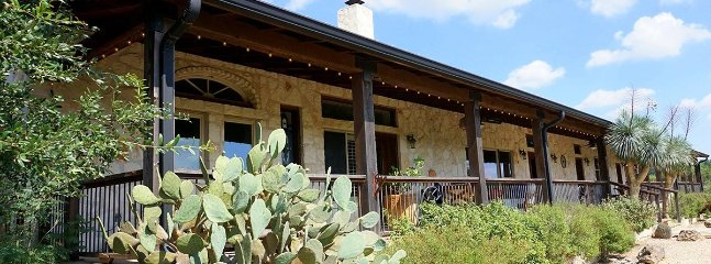 Nice 3 bedroom Cabin in Wimberley with A/C - Wimberley vacation rentals
