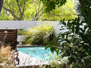Dunkeld Village, 3 bed, pool, close to the beach - Camps Bay vacation rentals