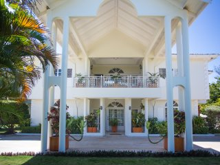 Oceanview elegance with top level amenities and service! - Discovery Bay vacation rentals