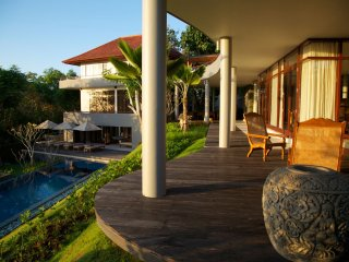 Colonnades. Huge 4 bedroom luxury. stunning views - Uluwatu vacation rentals