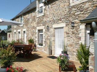 Belle longère****  5' mer, proche St Malo, Dinard - Ploubalay vacation rentals