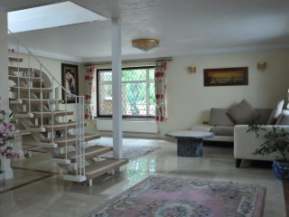 Nice House with Deck and Central Heating - Colnbrook vacation rentals