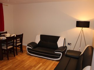 Two Bedroom Apartment At Zone-2 (A) - London vacation rentals
