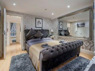 Stunning Central Bath 2 Bed Apartment (TFA) - Bath vacation rentals
