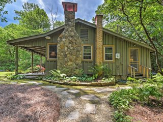 Charming 2BR Highlands Cottage w/ Fireplace - Highlands vacation rentals