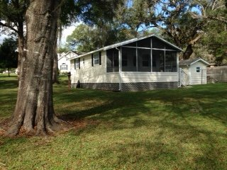 Nice House with Internet Access and A/C - Bushnell vacation rentals