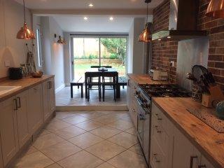 Spacious 4 bedroom family house, sleeps 8 (+2) - Folkestone vacation rentals