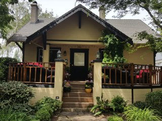 AMAZING BUNGALOW ** PERFECT LOCATION ** TOP RATED AMENITIES ** - Portland vacation rentals