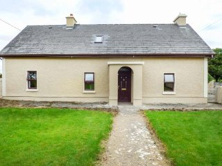 CAMONA COTTAGE, detached, woodburning stove, pet-friendly, Curraghboy, Ref 936818 - Ballybay vacation rentals