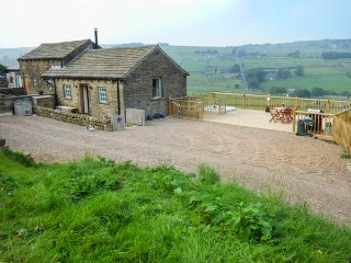 FAR STONES COTTAGE, detached barn conversion, beautiful views, Oxenhope, Ref: 938671 - Oxenhope vacation rentals