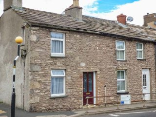 CORNER COTTAGE, terraced cottage, pet-friendly, WiFi, close to pub and shop, in Kirkby Stephen, Ref 940791 - Kirkby Stephen vacation rentals