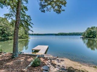 Lake Tuscaloosa Designer House with 4 King Beds! - Northport vacation rentals