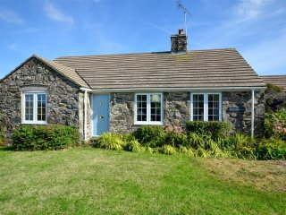 Lovely 3 bedroom Croesgoch Cottage with Internet Access - Croesgoch vacation rentals