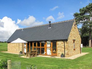HOOK NORTON BARN, luxury barn conversion, ideal for a romantic break, WiFi and - Hook Norton vacation rentals