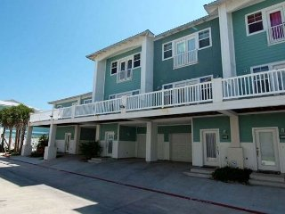 2MC Great Condo Near the Beach, Sleeps 10, 3 Bedrooms, 2.5 Bathrooms. No Pets - Port Aransas vacation rentals