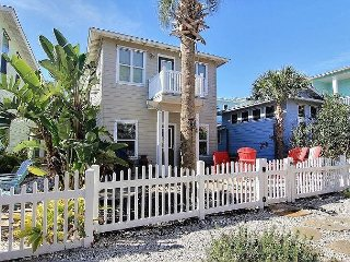 11VW - 5 Bedroom Port A Vacation Rental With Game  Room Community Pool 3 Cars - Port Aransas vacation rentals