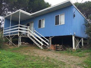 Cozy House in Carrickalinga with A/C, sleeps 8 - Carrickalinga vacation rentals