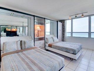 Sunlit ocean front studio w/ beach access, pool, tennis, & fitness center - Miami Beach vacation rentals