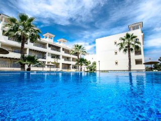 2 Bed Luxury Ground Floor Apartment + Pool + Wi-Fi - Torrevieja vacation rentals