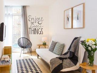Creu Coberta           apartment in Sants with WiFi, airconditioning & balkon. - Barcelona vacation rentals