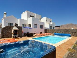Relaxing, tranquil, 5 bed Villa. - Playa Blanca vacation rentals