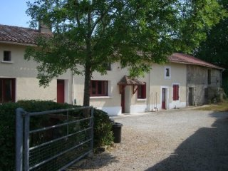 2-bed/2 en-suite cottage neat Confolens - Ruffec vacation rentals