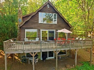 Peaceful Lakefront Chalet Close to Activities - Oakland vacation rentals