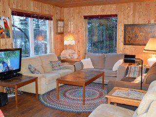 Comfortable 3 bedroom Notre-Dame-de-Montauban House with Internet Access - Notre-Dame-de-Montauban vacation rentals