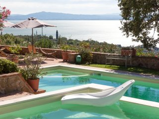 Ravishing lakefront Villa nestled on the hills. - Passignano Sul Trasimeno vacation rentals