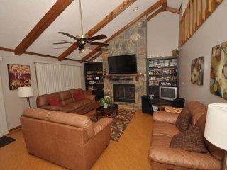 Tinner's Retreat - Rumbling Bald Resort - Lake Lure vacation rentals