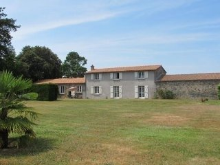 Bright 4 bedroom House in Oudon with Internet Access - Oudon vacation rentals