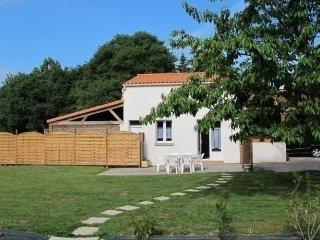 Beautiful House with Television and Central Heating - Lege vacation rentals