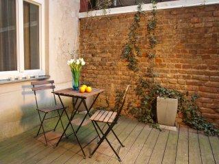 Naschmarkt garden: calm apartment with terrace - Vienna vacation rentals