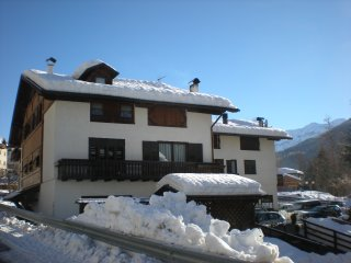 Cozy Condo in Mezzana with Central Heating, sleeps 4 - Mezzana vacation rentals