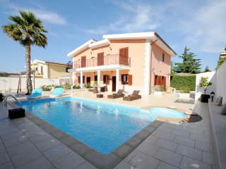 2 bedroom Villa with Shared Outdoor Pool in Trani - Trani vacation rentals