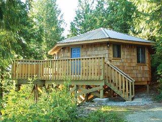 Desolation Sound Resort Chalet 1: 2 Bedrooms + Hot Tub - Lund vacation rentals