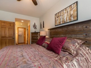 Hidden River Lodge 5975 - Walk to slopes, amazing ski area views! - Keystone vacation rentals