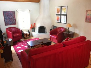 Walk to Plaza, Romantic, Hot Tub, HiDef TV, A/C - Taos vacation rentals