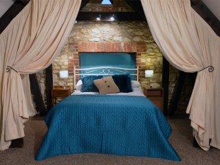 Blakes Barn - Characterful spacious Victorian barn - at Mattingley Farm - Wellow vacation rentals