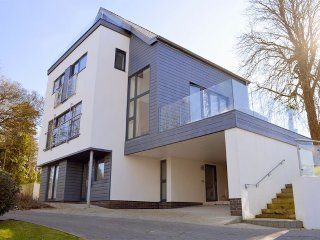 Solent Heights - Stunning contemporary home with far-reaching Solent views - Cowes vacation rentals