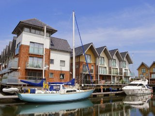 Lazy Life's Retreat - Island Harbour - Beautiful waterside property - Grouped can sleep up to 14 - Newport vacation rentals