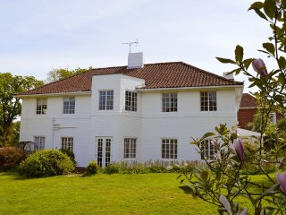 Little Orchard - Beautiful Art-Deco style house by the sea - Cowes vacation rentals