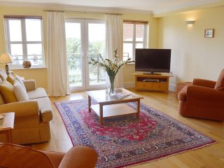 Heatherwood Lodge - Spacious apartment with stunning Solent sea views - Totland vacation rentals
