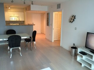 MODERN 1/1 BAY FRONT BRICKELL APARTMENT! - Coconut Grove vacation rentals