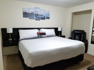 Spacious King Bedroom, Spa & Breakfast - Elizabethtown vacation rentals